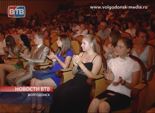 Во дворце культуры им. Курчатова прошел традиционный бал выпускников