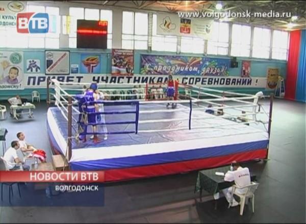 В Волгодонске проходит традиционный турнир по боксу памяти Алексея Улесова
