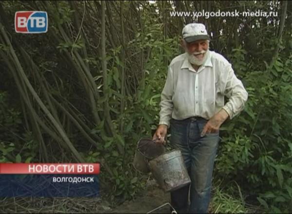 Дамба руками пожилого дачника
