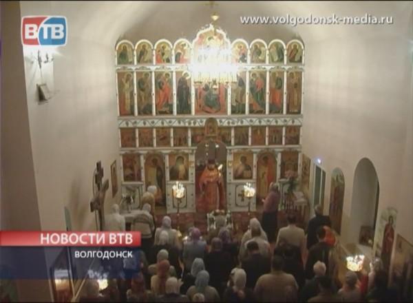 Пасха в Крестовоздвиженском храме Волгодонска