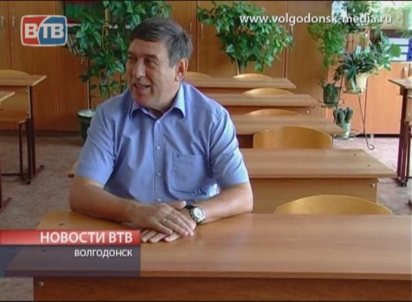 Мэр Виктор Фирсов проверил готовность школ к новому учебному году