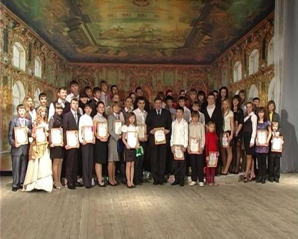 Виктор Фирсов наградит одаренную молодежь