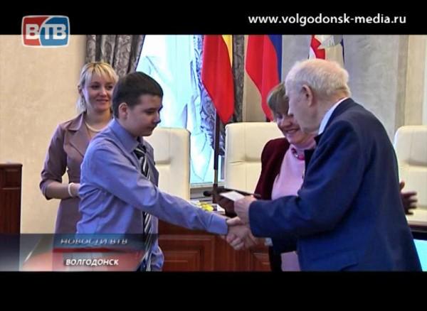 Волгодонские школьники получают паспорта