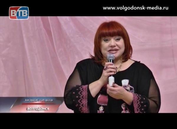 Татьяна Воронько поздравляет жительниц своего микрорайона