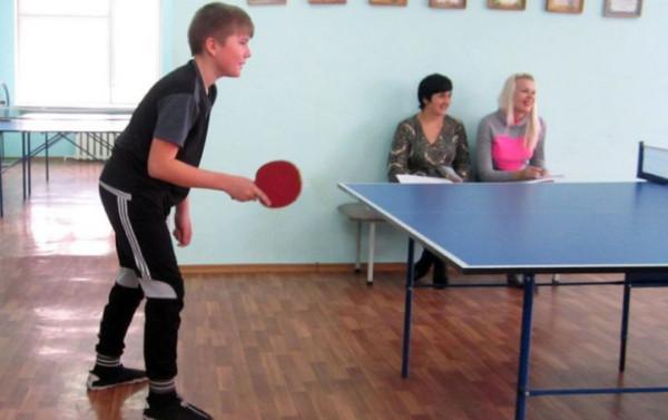 Дети разыграли кулер насоревнованиях по настольному теннису