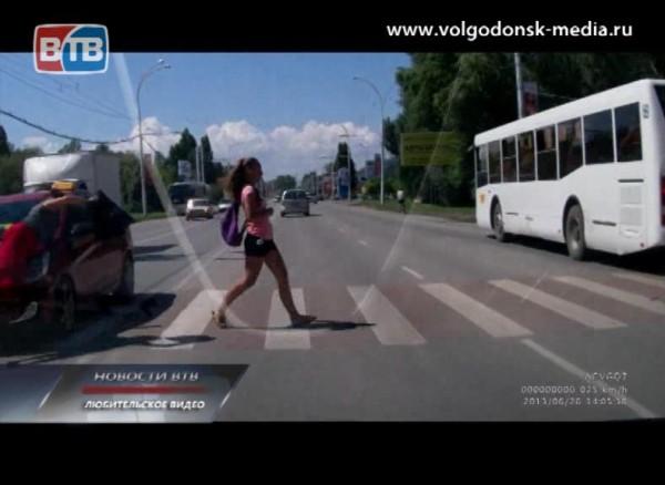 Иномарка сбила женщину прямо напешеходном переходе