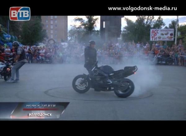 Волгодонские байкеры выступили споказательными выступлениями