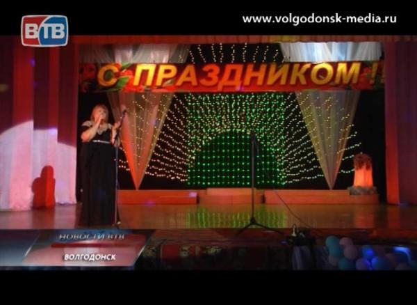 Депутат Волгодонской Думы Татьяна Воронько поздравила жителей микрорайона сднем города