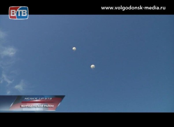 ВВолгодонском авиаклубе сегодня посвящали впарашютисты школьников истудентов изТацинского района