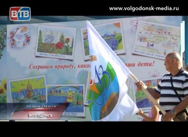 Сегодня остановочные комплексы вВолгодонске украсили рисунками юных горожан