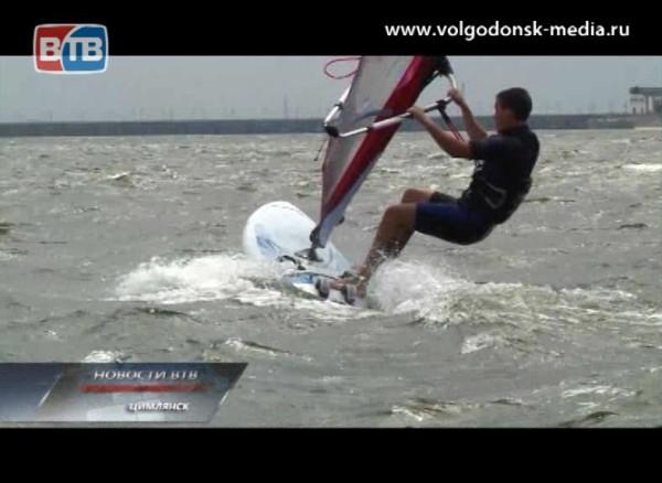 Волна популярного экстремального спорта — виндсерфинга — захлестнула иВолгодонск