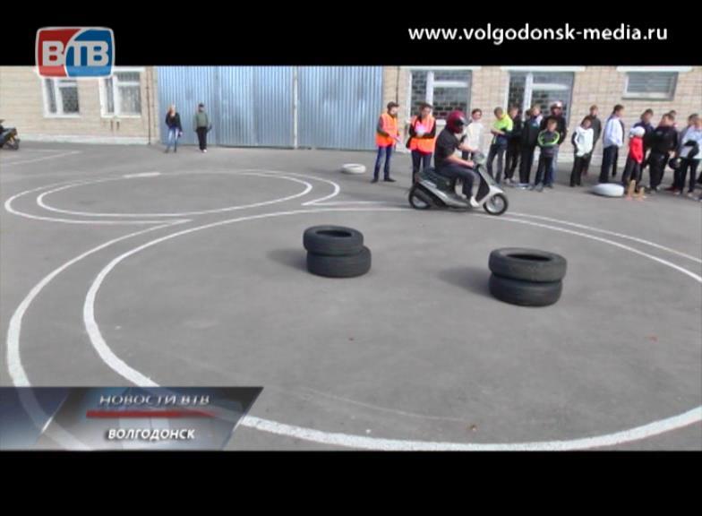 ВВолгодонске прошли соревнования среди скутеристов