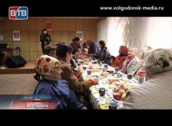 Поздравления сДнем пожилого человека принимают в 6 микрорайоне Волгодонска