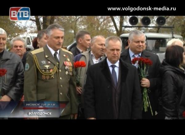 Нааллее героев вВолгодонске сегодня захоронили останки солдата Великой отечественной войны