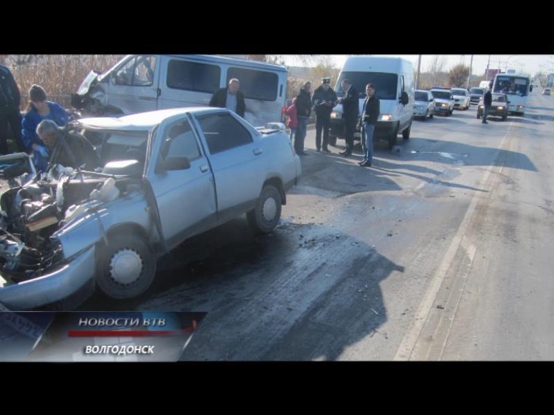 Крупное ДТП на мосту парализовало движение автотранспорта