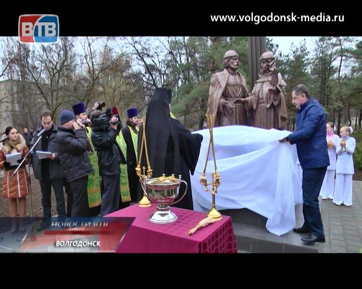 В Волгодонске сегодня открыли долгожданный сквер «Семьи, любви и верности» и памятник муромским святым Петру и Февронии