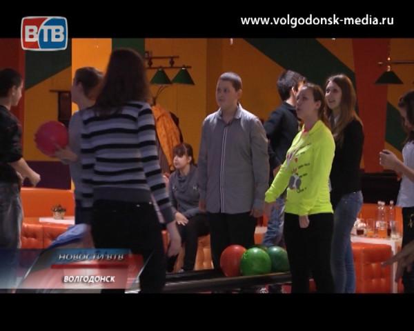 Фонд поддержки семьи детства имени Николая Бурдюгова организовал для воспитанников интерната 6 вида игру в боулинг