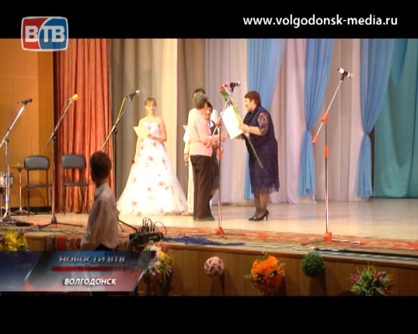 В ДК «Октябрь» прошли торжественные мероприятия, посвящённые Дню и декаде инвалидов