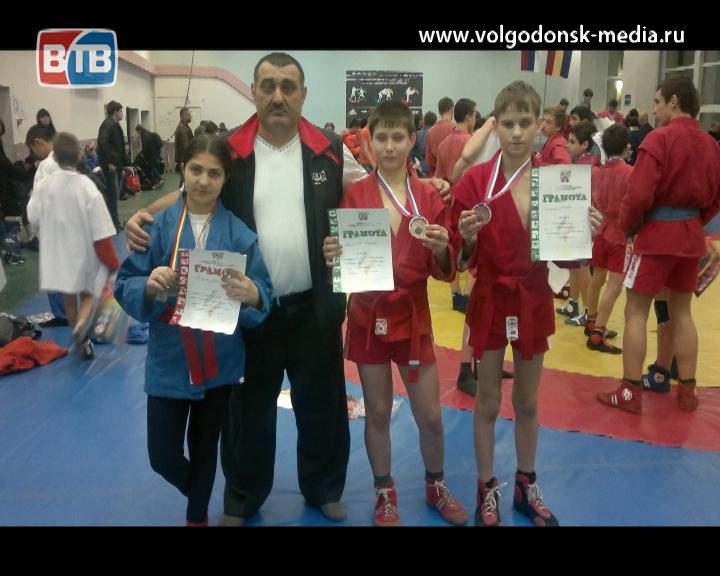 Волгодонские самбисты вернулись с первенства области с призовыми медалями