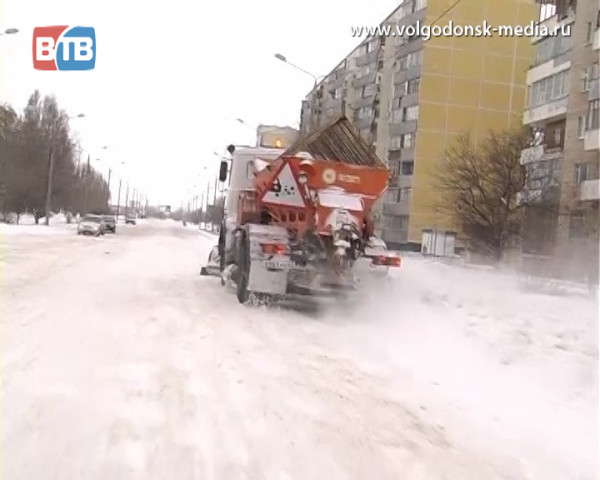 Личные автомобили горожан — главное препятствие на пути снегоуборочной техники