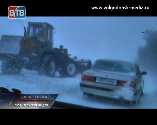 Снежный плен глазами очевидцев. Видеокадры, снятые волгодонцами, оказавшимися запертыми накануне на трассе Ростов-Волгодонск