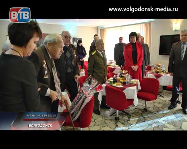 В Волгодонске сегодня отмечали 70-летний юбилей с момента полного снятия блокады Ленинграда и 71 годовщину победы в Сталинградской битве