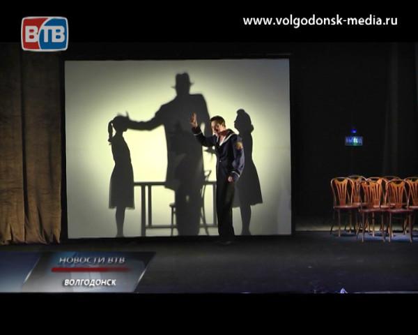Волгодонск полным аншлагом встретил известных артистов и спектакль «Синяя роза»