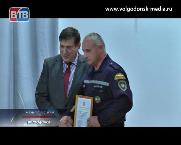 Десятки людей, среди которых есть и волгодонцы, оказались в снежном плену на трассе Ростов-Волгодонск