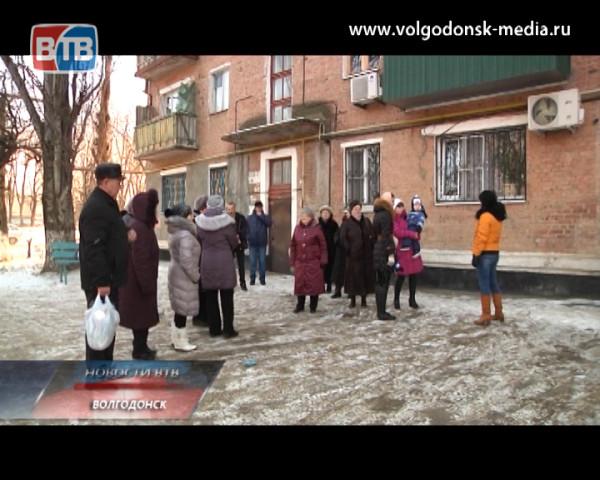 Жители дома 52 по улице Морской уже две недели живут без горячей воды