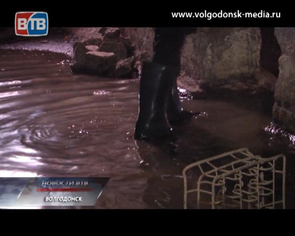 Дом №81 по улице Ленина, 81 превратился в сточную яму