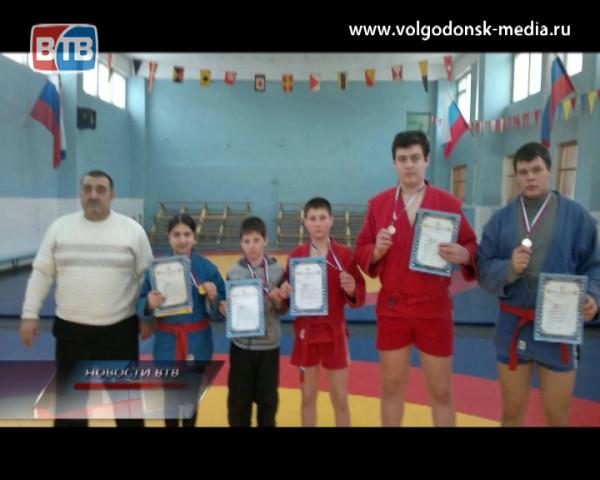 Спортсмены из Волгодонска привезли победу с открытого турнира по борьбе самбо