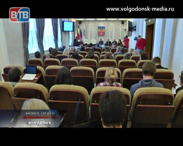 Занятость волгодонцев и их проблемы с городским транспортом обсудили на планёрном совещании в Администрации Волгодонска