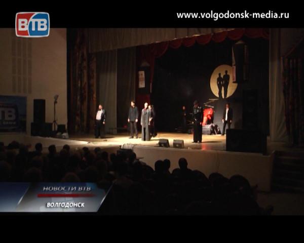 На сцене ДК имени Курчатова поставили спектакль по роману Булгакова «Мастер и Маргарита»