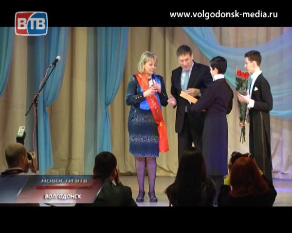 Стали известны имена победителей конкурса «Педагог года-2014». Лидер номинации «Учитель года» — в студии Новостей ВТВ