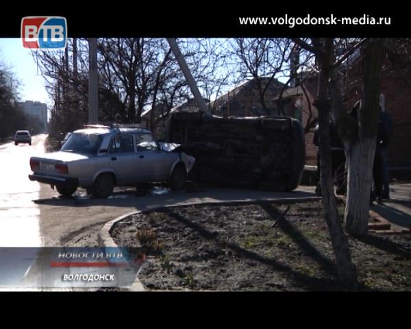 Поспешил — автомобиль разбил. Очередное ДТП на дорогах Волгодонска