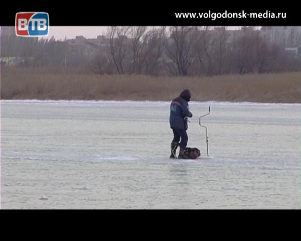 Выход на лед в период потепления особенно опасен. Сегодня утром было обнаружено тело утонувшего мужчины