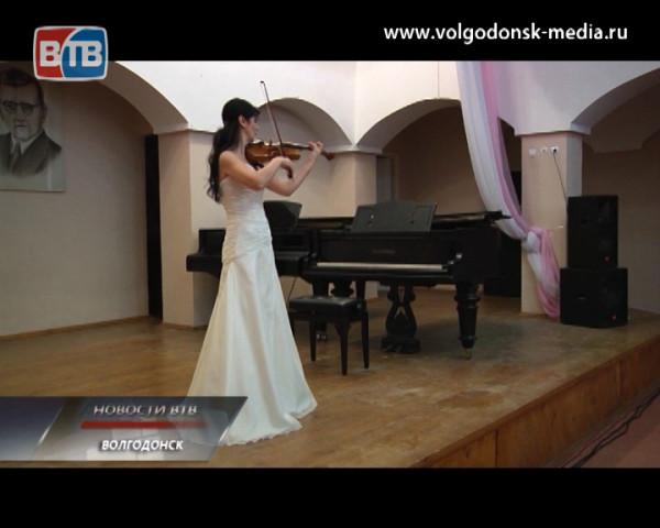 Детская музыкальная школа имени Шостаковича порадовала горожан концертом скрипачей