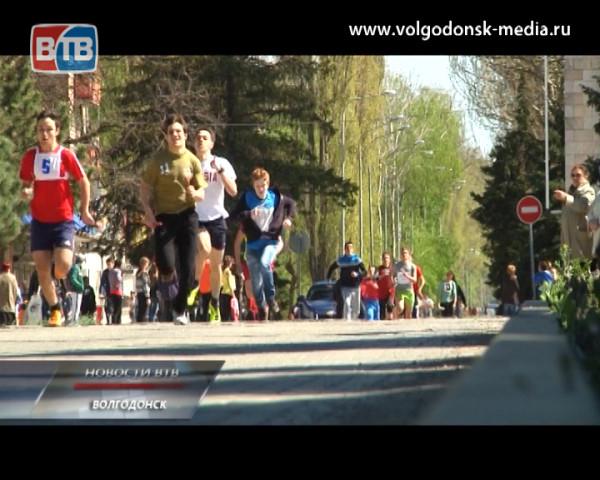 В Волгодонске прошла традиционная легкоатлетическая эстафета