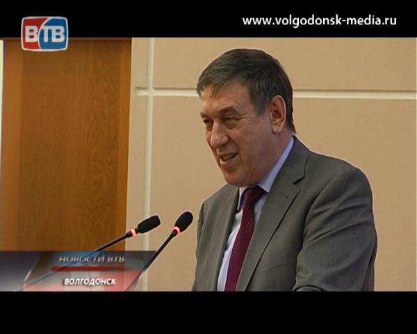 Виктор Фирсов отчитался перед депутатами о своей работе и деятельности Администрации Волгодонска в 2013 году