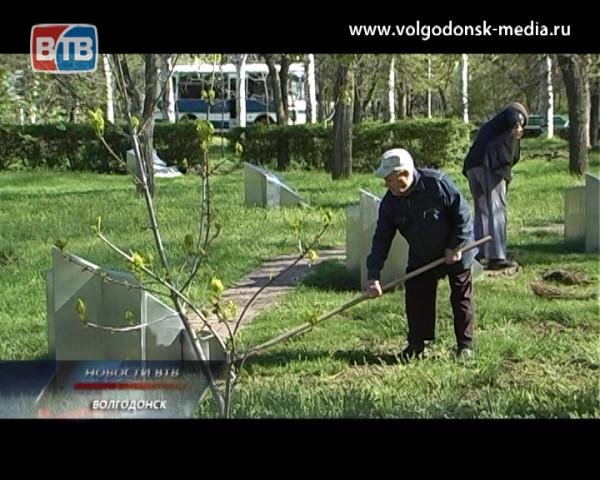 Чиновники, депутаты и ветераны вышли на тропу войны с мусором в рамках общегородского субботника