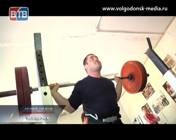 В спортивном клубе «Данил» прошёл открытый турнир по пауэрлифтингу, посвящённый Николаю Лабукову