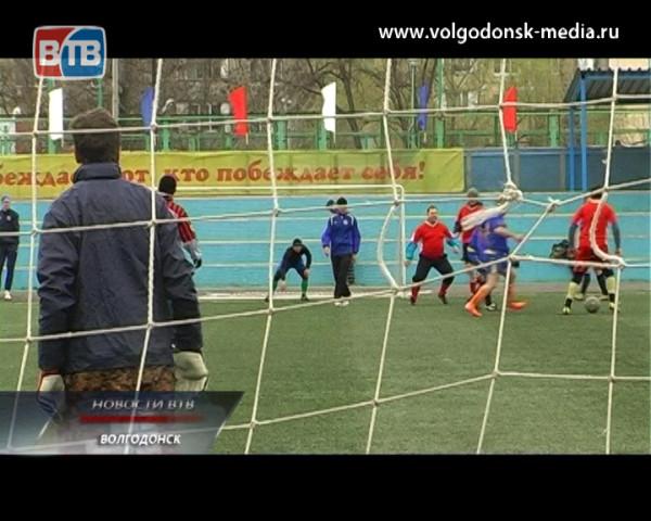 Ему все возрасты покорны. В Волгодонске состоялся традиционный турнир по футболу среди ветеранов