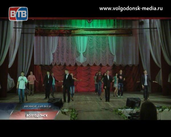 Претендентки на титул «Мисс Атом Волгодонска 2014» готовятся к финалу конкурса красоты, грации и творчества