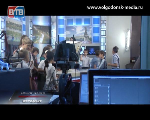 Экскурсия по телекомпании ВТВ для детей из поселка Орловского