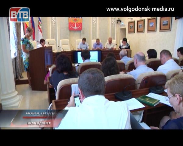 В мэрии Волгодонска обсудили качество оказания медицинских услуг и организацию летнего отдыха для подопечных детей