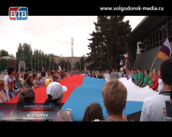 В Волгодонске и других городах ростовской области прошла акция по массовому исполнению гимна Российской Федерации