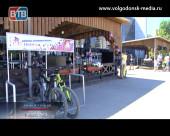 Активисты волгодонского отделения Молодой гвардии установили на комсомольской площади парковки для велосипедов