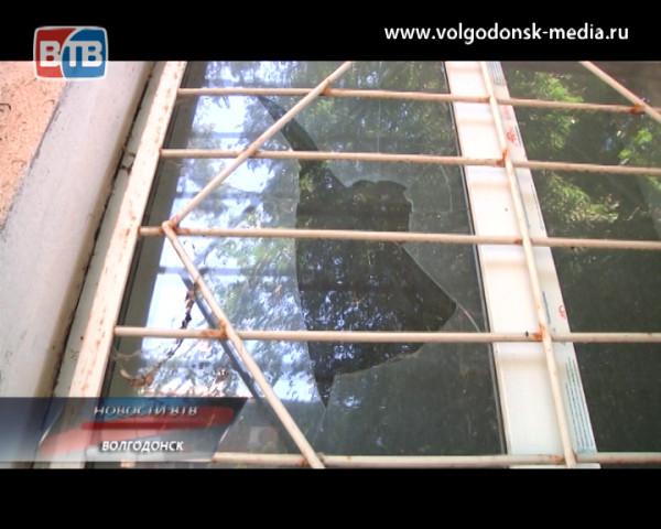 Заброшенное здание на улице Волгодонской жители предлагают превратить в детский сад