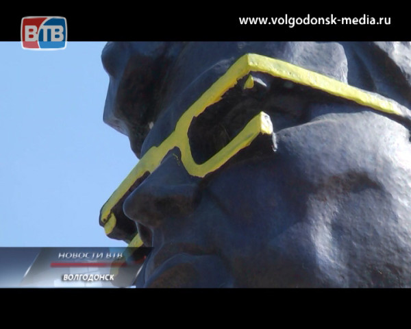 Акт вандализма подарил новый облик памятнику Юрия Чечина