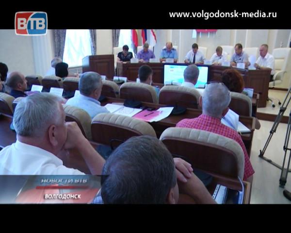Мэр Волгодонска Виктор Фирсов поручил усилить пропускной контроль в образовательных учреждениях города